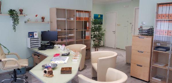 Coworking trieste in affitto temporaneo confronta i prezzi for Sale arredate