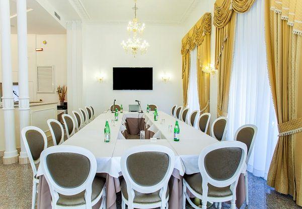 452 sale meeting roma centri congressi e riunioni for Tavolo x 20 persone