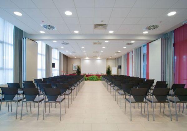Sale Riunioni Firenze : 180 sale meeting calenzano centri congressi e riunioni